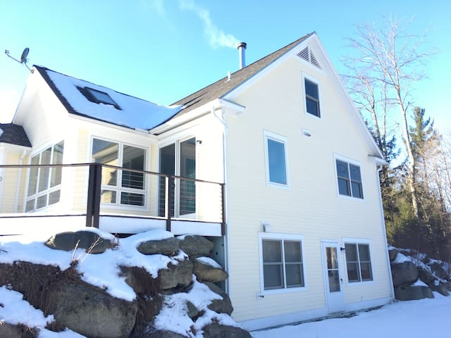Beautiful home close to Smugglers Notch ski resort - Cambridge - House
