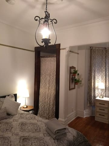 Gorgeous Room w/Private Entry~10 Min Walk to Train
