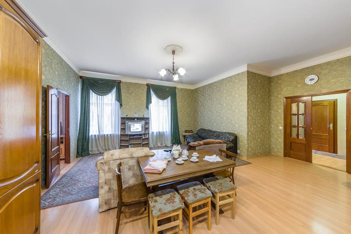 Nice 3-room apt in historic center.Welcome!