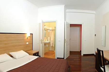 Laura's B&B  Room with private bath - Roma - Bed & Breakfast