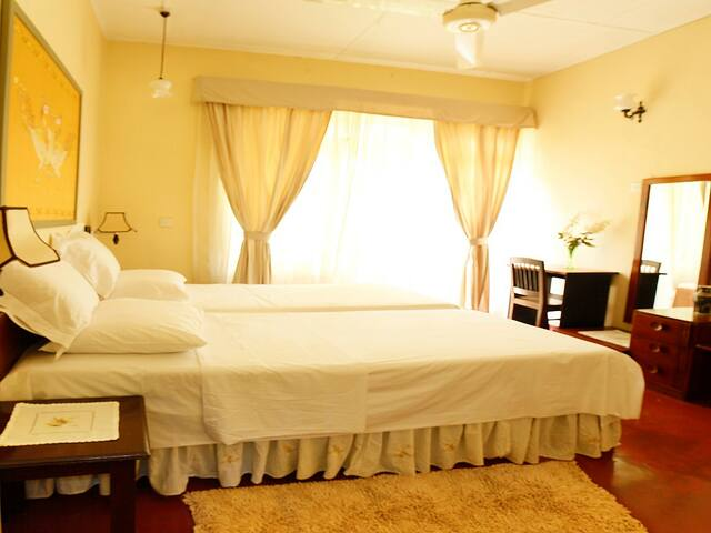 River Grove Home Stay B&B Hibiscus Room - Kandy - Bed & Breakfast