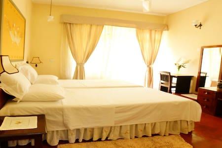 River Grove Home Stay B&B Hibiscus Room - Kandy