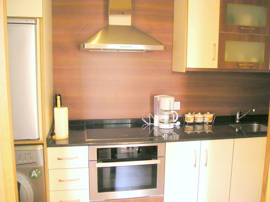 cocina, horno, microondas, cafetera, lavadora