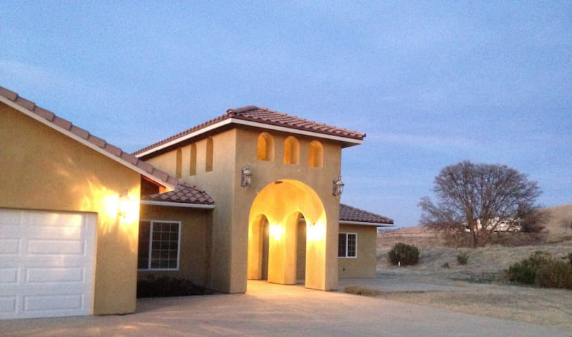 Home in the heart of wine country-4 beds + 1 crib - Paso Robles - House