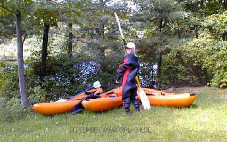 Kayaking on the river in front of the apartment (water level permitting) or in the many nearby rivers or lakes