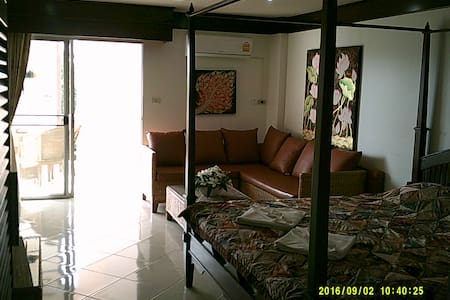 Well designed and nice decorated apartment near the beach, perfect for a couple.