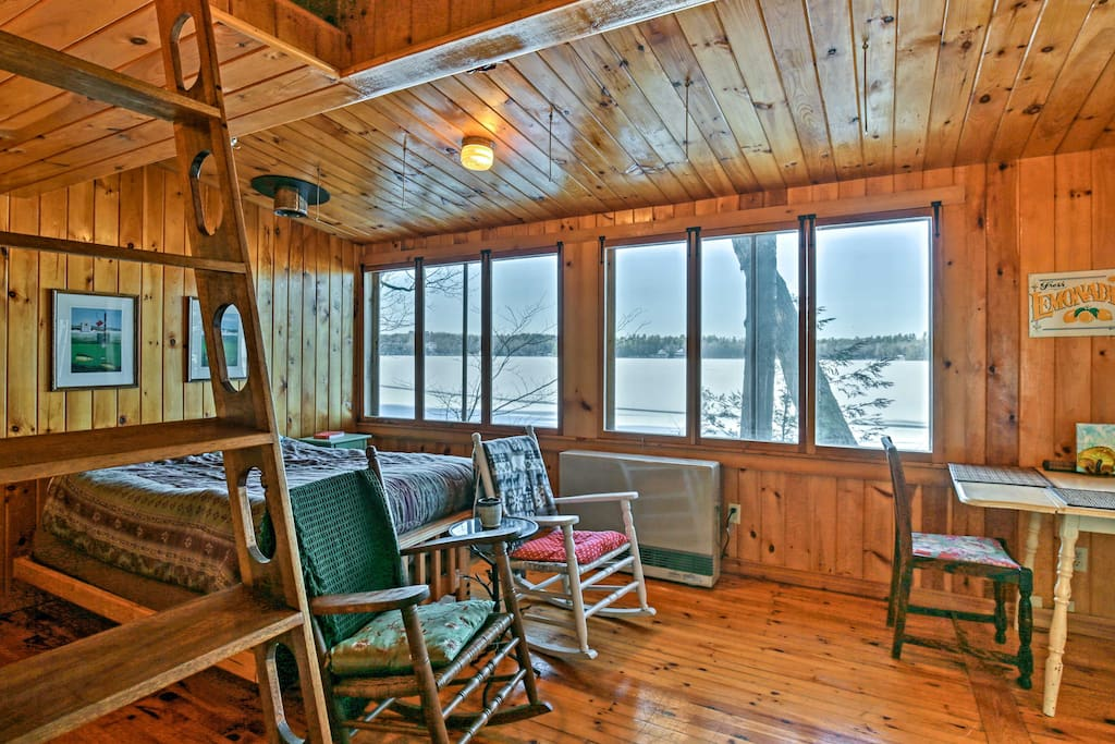 This cozy cottage offers 1 bedroom and 1 bathroom to accommodate up to 4 guests.