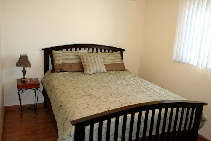 Affordable and Comfy Guest Room - Santee - Dom