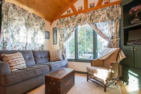 Seahurst Bluff Cottage - Burien