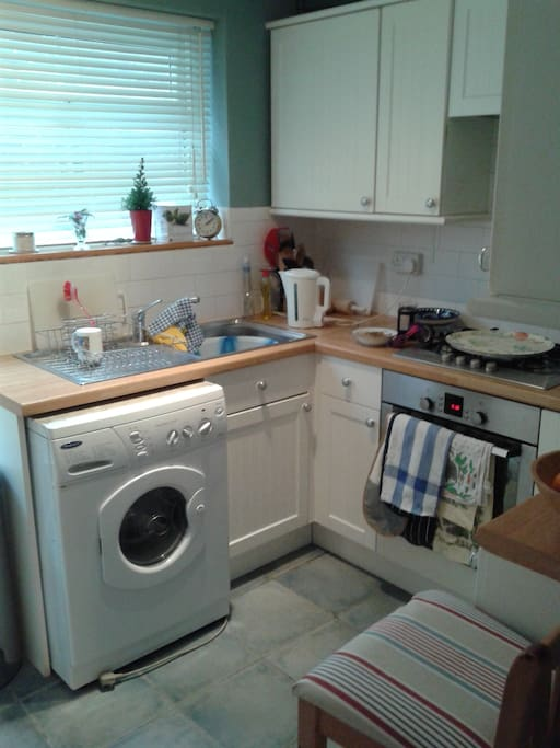 The kitchen includes washing machine facilities