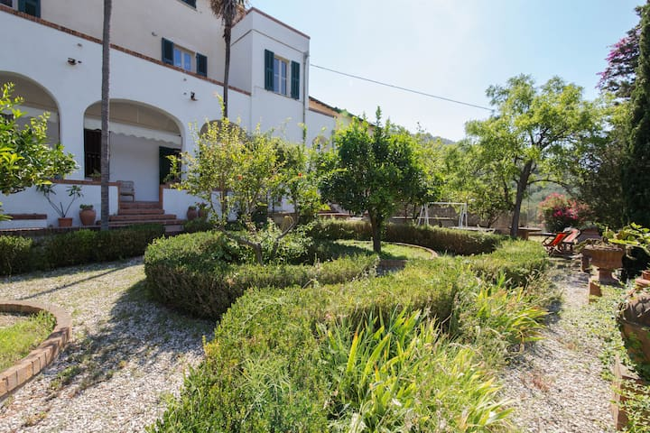 Schöne Villa nahe dem Meer - Finale Ligure - Haus