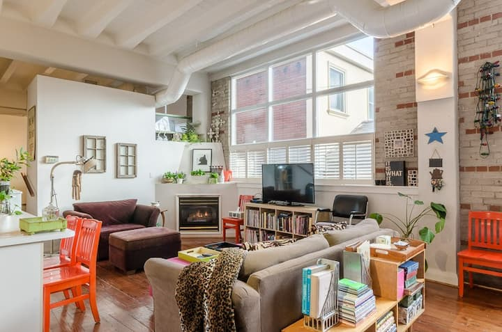 Gorgeous Cabbagetown Loft