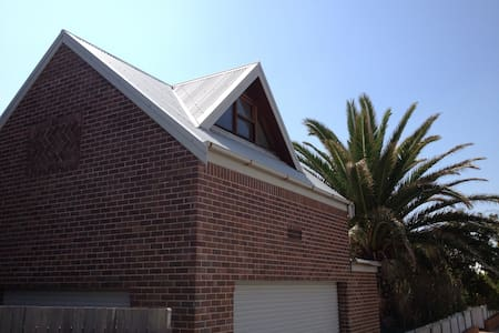 Merewether Beachside Loft - Merewether