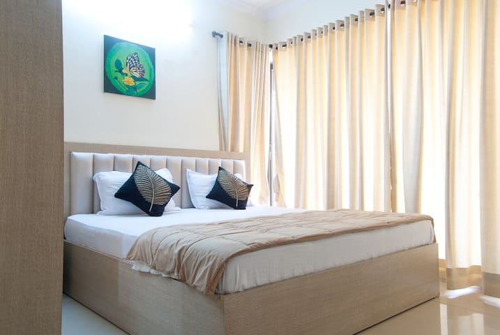 Cozy Room in a 3bhk - Bandra East