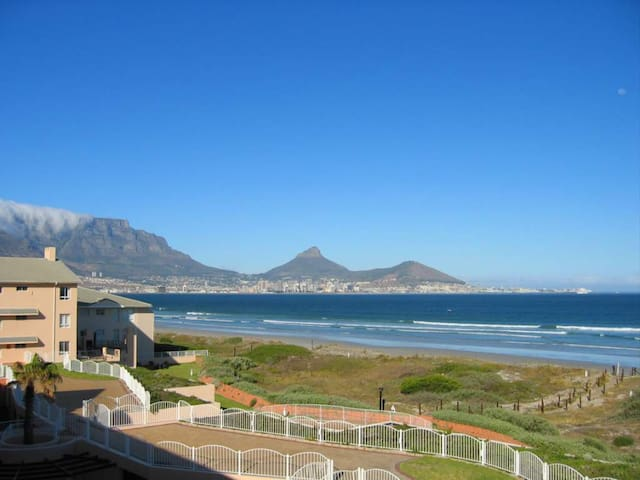 Beach living with Table Mountain view / Long Term