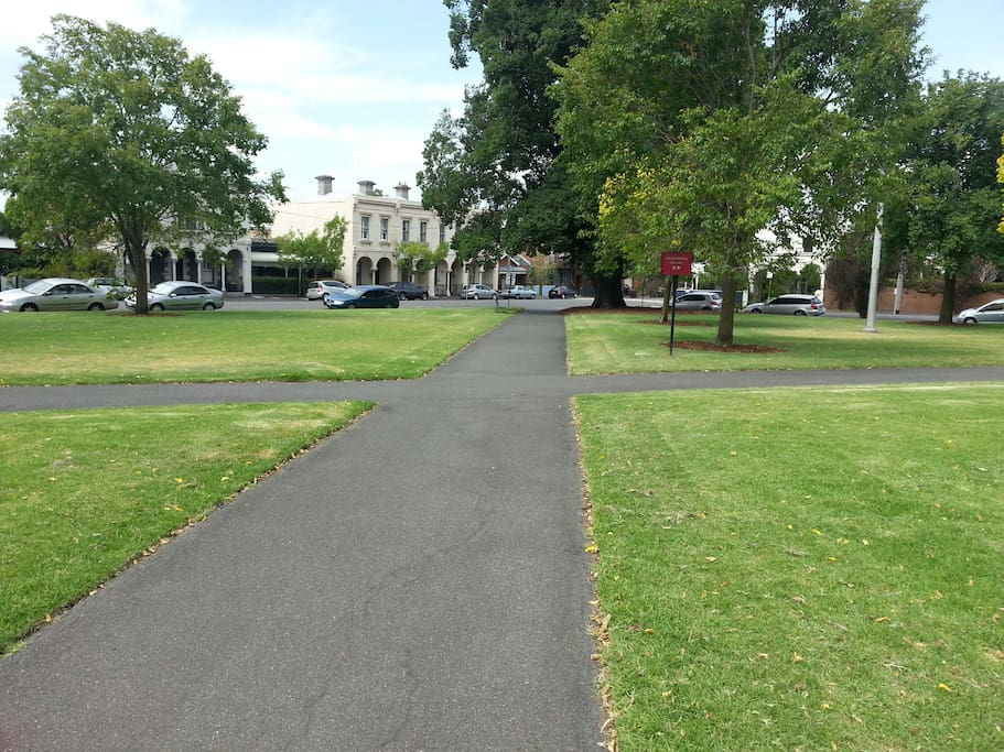MURCHISON SQUARE PARK Right in front of our home /Take a glass of wine and cheese and enjoy  on one of the park benches