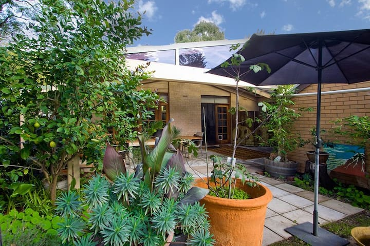 Secluded, near city, double room - Unley - Maison