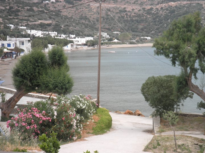 25 meters from the sea (sifnos /vathi)