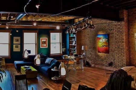 Downtown Studio Loft - Fargo - Selveierleilighet