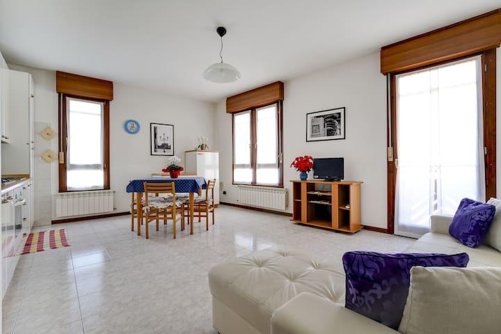 Very luminous modern apartment