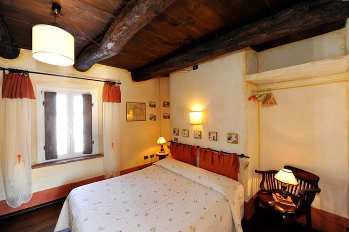 Room near lake Maggiore (G) - B&B - Borgo Ticino - Bed & Breakfast