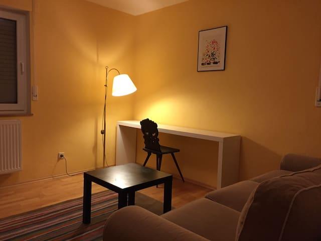Ruhiges Zimmer, Pool und Anbindung - Bollschweil