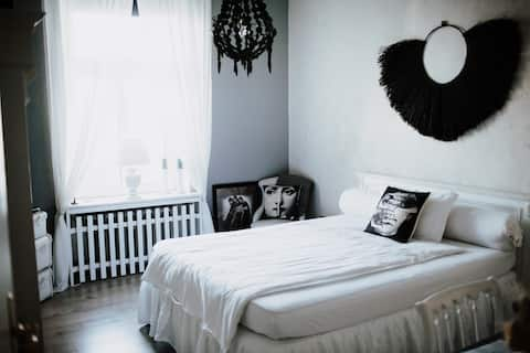 Lovely decorated, bright room for 1-2 people