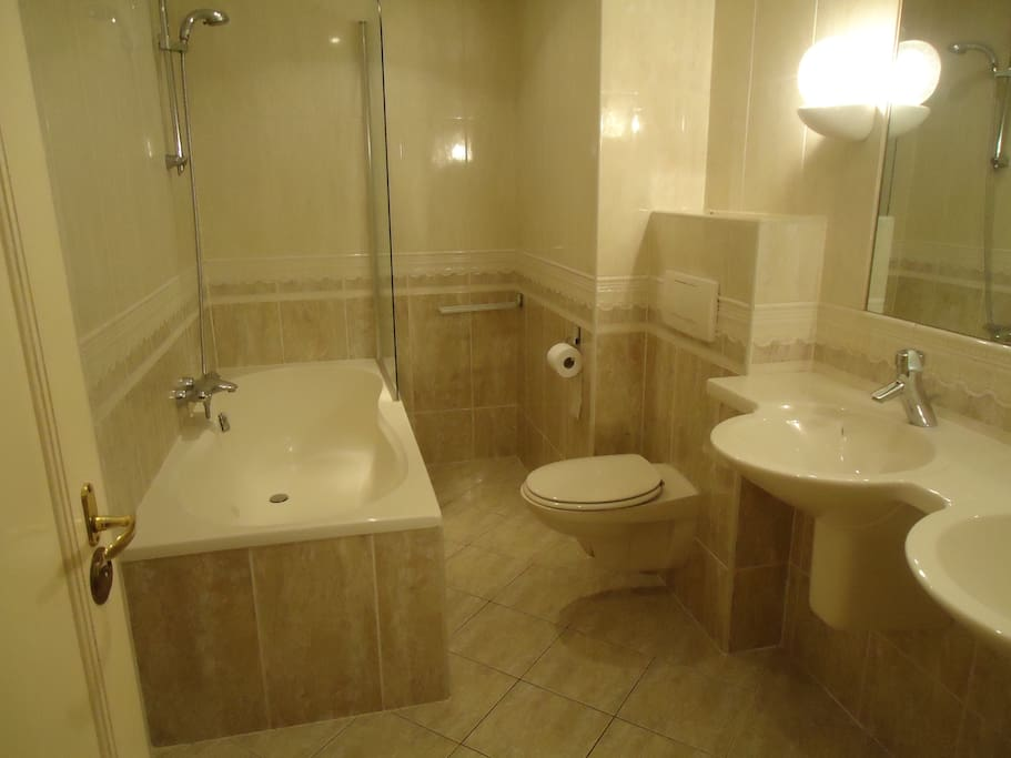Badkamer aan Masterbedroom