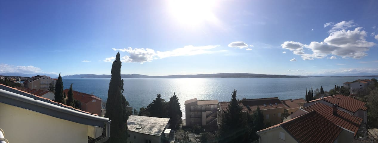 Traumhafter Ausblick aufs Meer und die Insel Krk