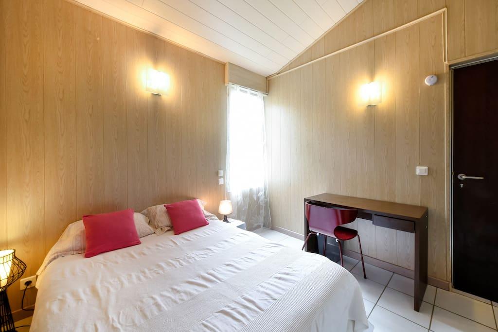 Chambre Nord aménagée avec un lit de 140