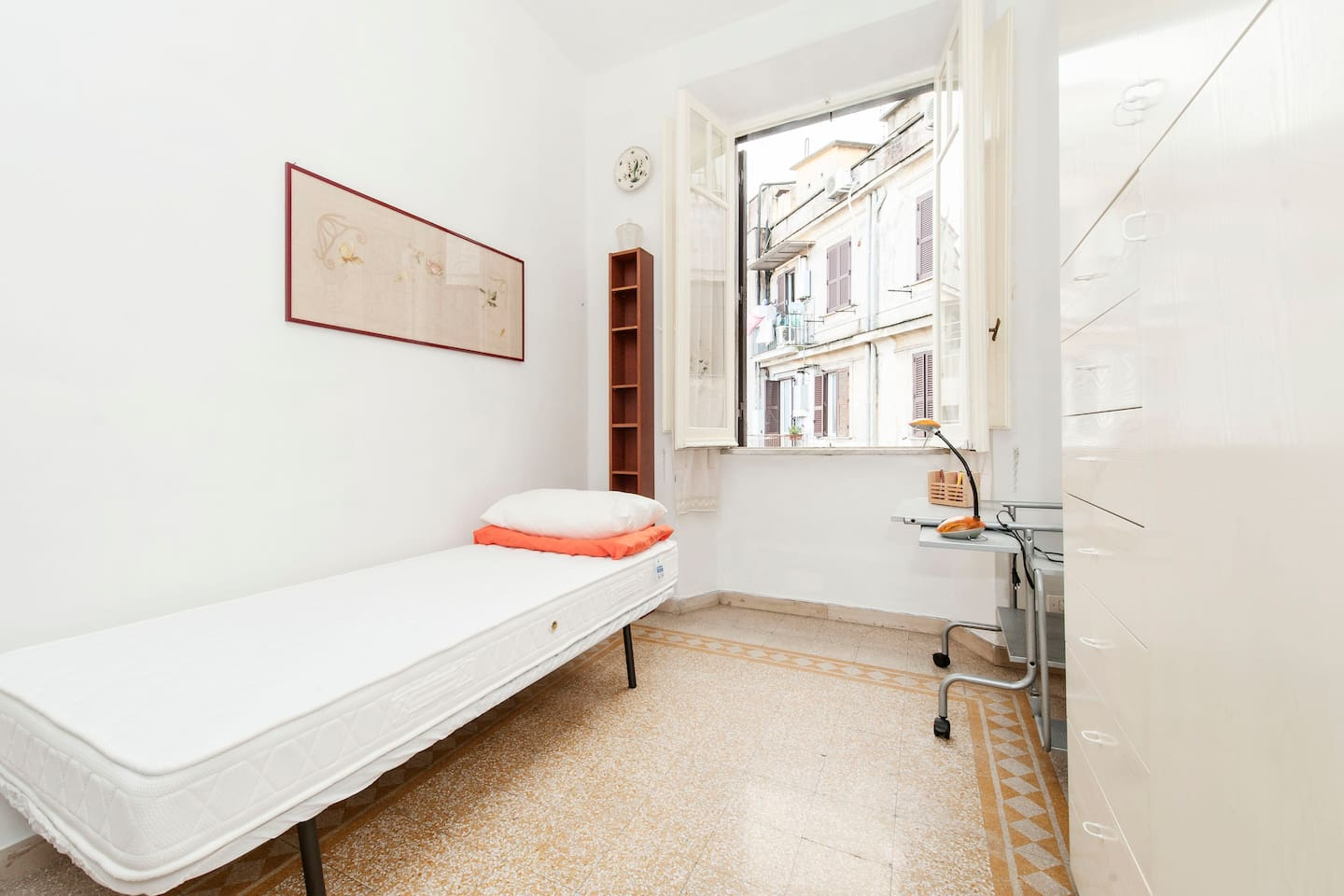 Colosseum - Center of Rome - Room * WiFi & Italian Breakfast* Double-sided Summer-Winter spring mattress. Professionally washed. Bedding. Large bathroom towels.  Small-size furniture may vary according to the number of guests.