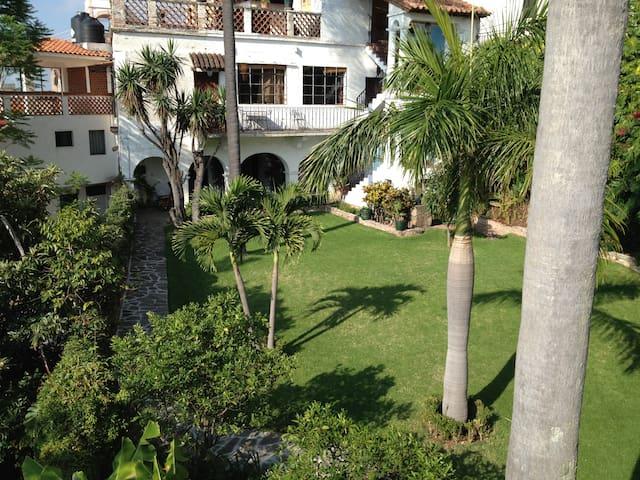 Casa De Las Palmas Bed & Breakfast