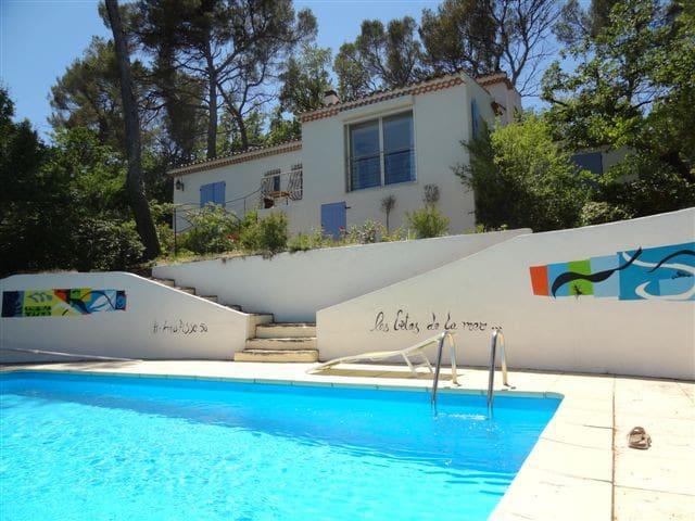 VILLA ideally located  in PROVENCE - Gréasque - บ้าน
