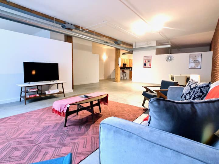 Elegant 315 Loft Downtown Close to America's Ctr.