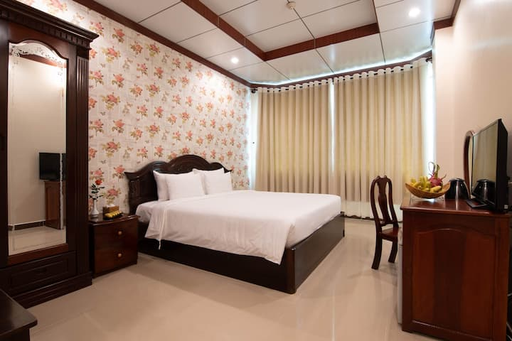 COZY ROOM FOR COUPLES WITH INCLUSIVE MINIBAR