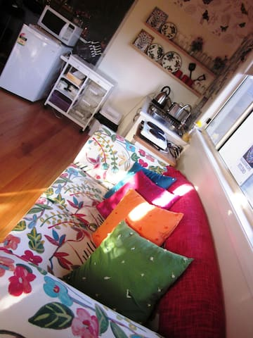 Charming, private studio sanctuary for 1 or 2 - Burwood East - Byt