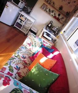 Charming, private studio / WORK OASIS for 1 OR 2 - Burwood East