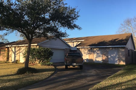 Cozy & Quiet Home for a quick R&R or Longer. - Friendswood - Ház