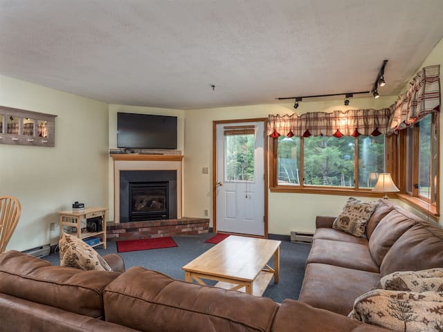 Ski-In/Ski-Out Sunday River Condo Brookside I B-106