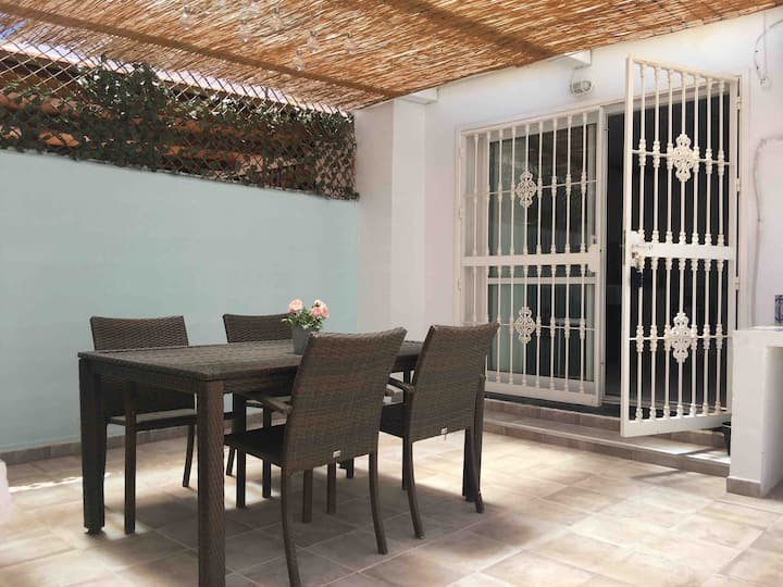 Lovely one bedroom apartment with private patio