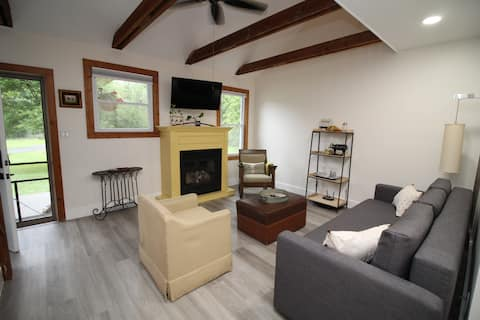 Brand NEW Charming Bungalow-with Cozy fireplace