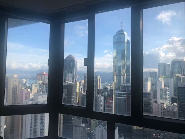 Bright 1 bedroom in Mid Levels with beautiful view