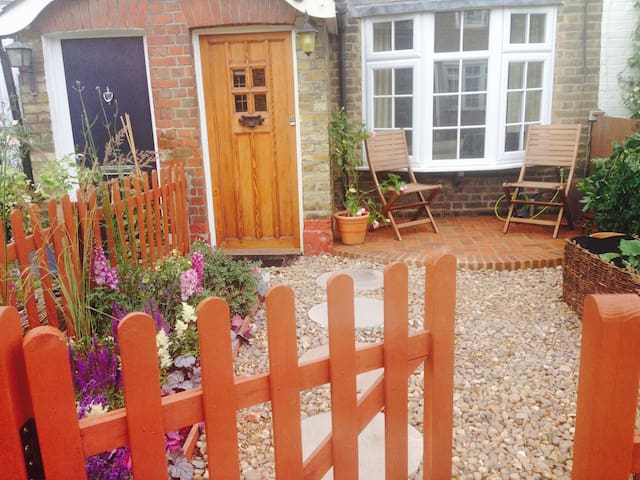 Single room in charming Victorian cottage - Surbiton - Maison