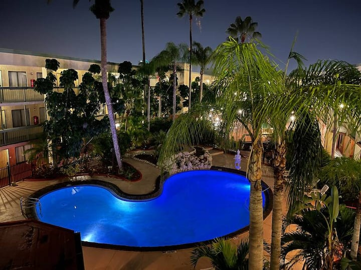 Relaxing Stay near Busch Gardens with Pool!