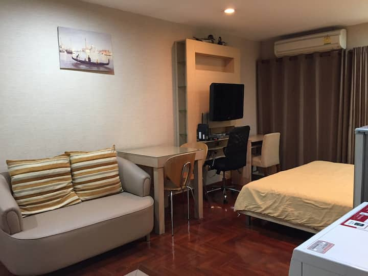 Spacious studio at Sukhumvit 10 near by Nana Asoke