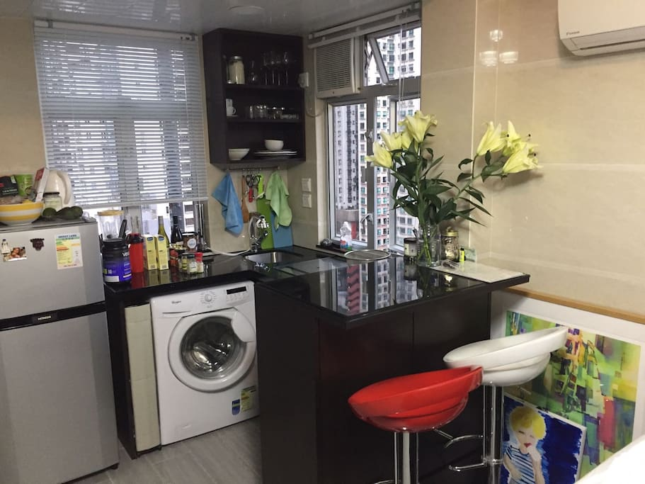 Fully equipped kitchen - fridge, laundry, stove, oven and dining table
