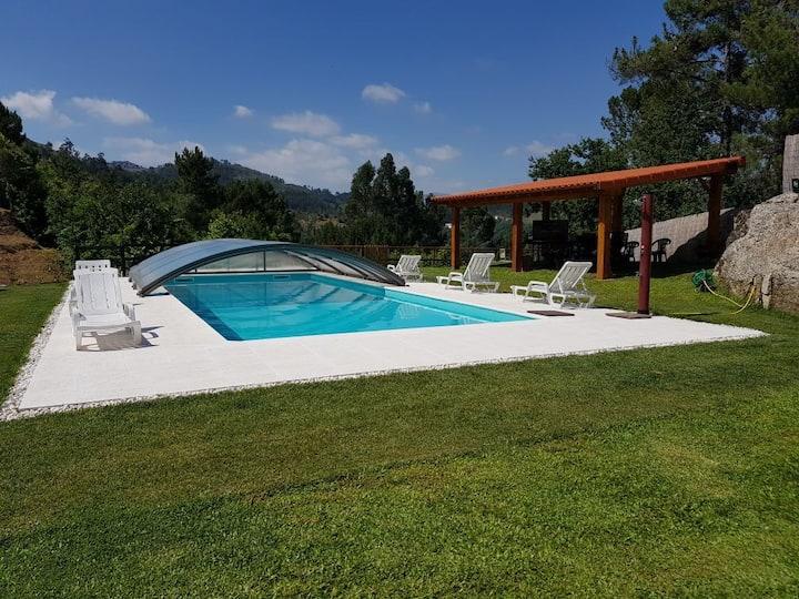 Quinta da Tormenta  (14 pessoas) 2 casas e piscina