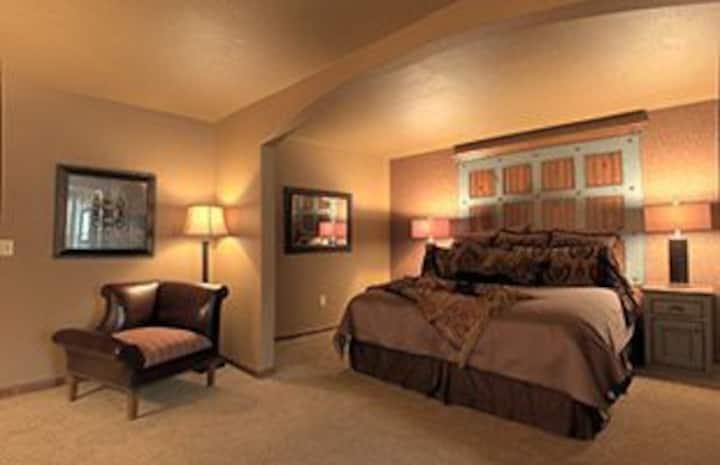 KingWood Suites - Sapphire Suite