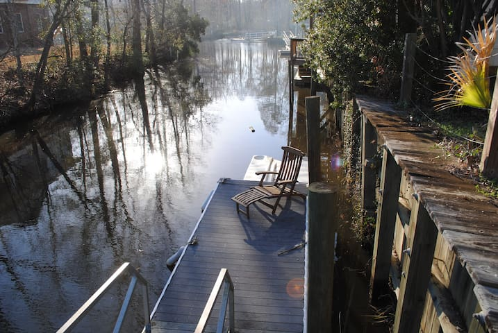 Turtle Cove waterfront home near Waccamaw River