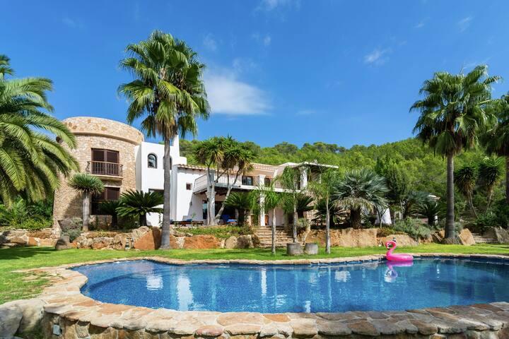 Luxusvilla mit wunderschönem Pool in Santa Eulària des Riu